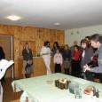 Dzisiaj tj. 7.01.2012 r. zatrzymaliśmy się przy grocie, w której Narodził się nasz Zbawiciel. Poprzez wspólne kolędowanie chcemy budować naszą wspólnotę oraz uczyć się dziecięctwa Bożego.