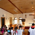 adoracja na rekolekcjach dzieci