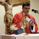 Poświęcenie obrazków z modlitwą do Jana Pawła II